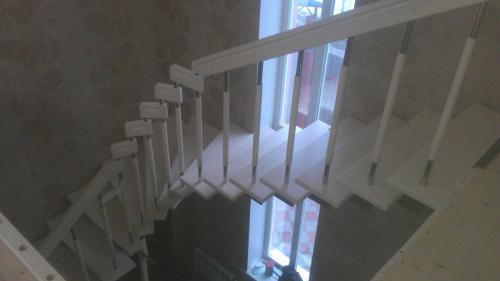 Лестница на ломанном косоуре