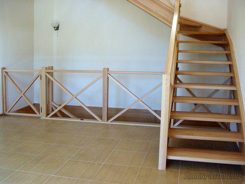ограждение лестницы с дверкой